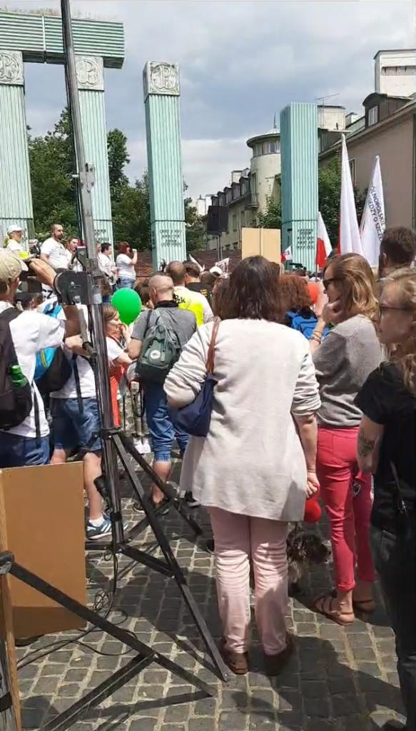 Live Wolni Ludzie w Warszawie nadajemy równolegle